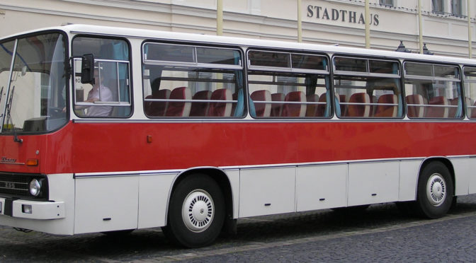 Busverkehr zur historischen Baustelle